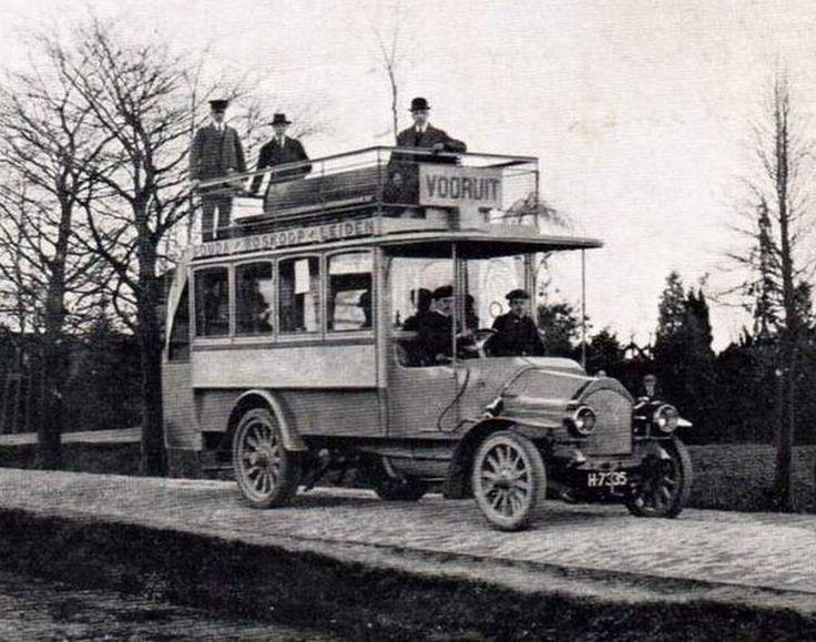 De eerste autobus in de regio Zoeterwoude