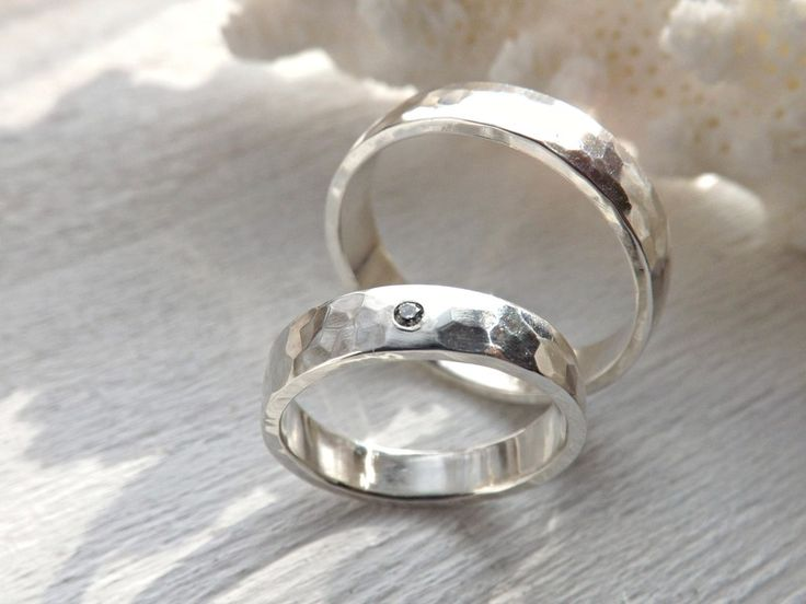 gehämmerte Trauringe Silber mit Diamant von CrazyAss Jewelry Designs auf DaWanda.com