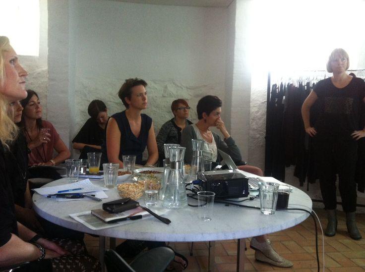MEGET koncentrerede konsulenter :-)