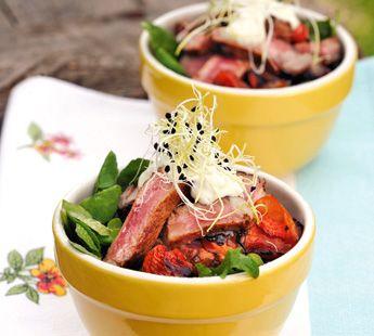 Salade met gegrilde biefstuk en zongedroogde tomaatjes - Recept - Jumbo Supermarkten