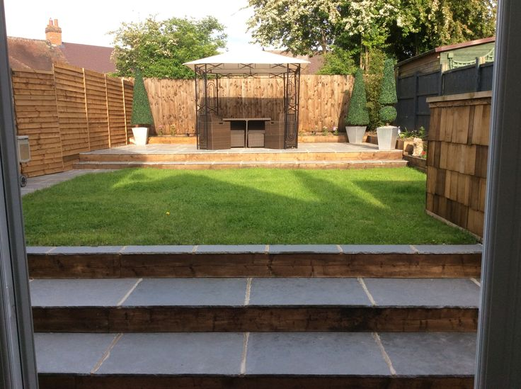 Lovely customer #garden featuring our #flagstone #tiles in Heritage Grey #limestone #outdoorspaces #gardenideas #paving