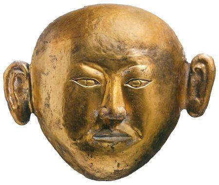 De prinses van Chen was nog maar 17 jaar toen ze in 1018 met haar vlak daarvoor gestorven echtgenoot Xiao Shaoju werd bijgezet in een rijk ingerichte graftombe. Beiden droegen een gouden dodenmasker, een verguld zilveren kroon en met feniks-vogels versierde zilveren laarzen. Gouden dodenmasker van de prinses van Chen uit 1018