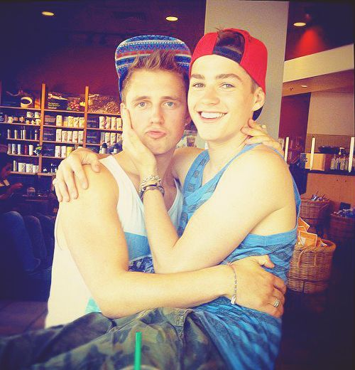 Marcus Butler   & Jack Harries...to much attractiveness in one picture!! :O