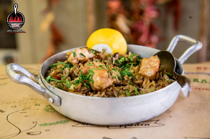 Τηγανητό ρύζι με κοτόπουλο και φρέσκα μανιτάρια  Μπες και εσύ στο ψητό www.tiganiesdelivery.gr  #ΤηγανιέςΣχάρες #μπες_στο_ψητο #αγαπαμε_το_κρεας #Ψητοπωλείο #Θεσσαλονίκη #Λαδάδικα #Καυταντζόγλου