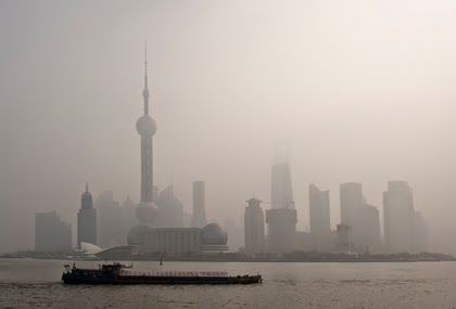 What do you think are the causes of air pollution? According to National Geographic, the most familiar and obvious form of air pollution is smog.  Find out the other causes...