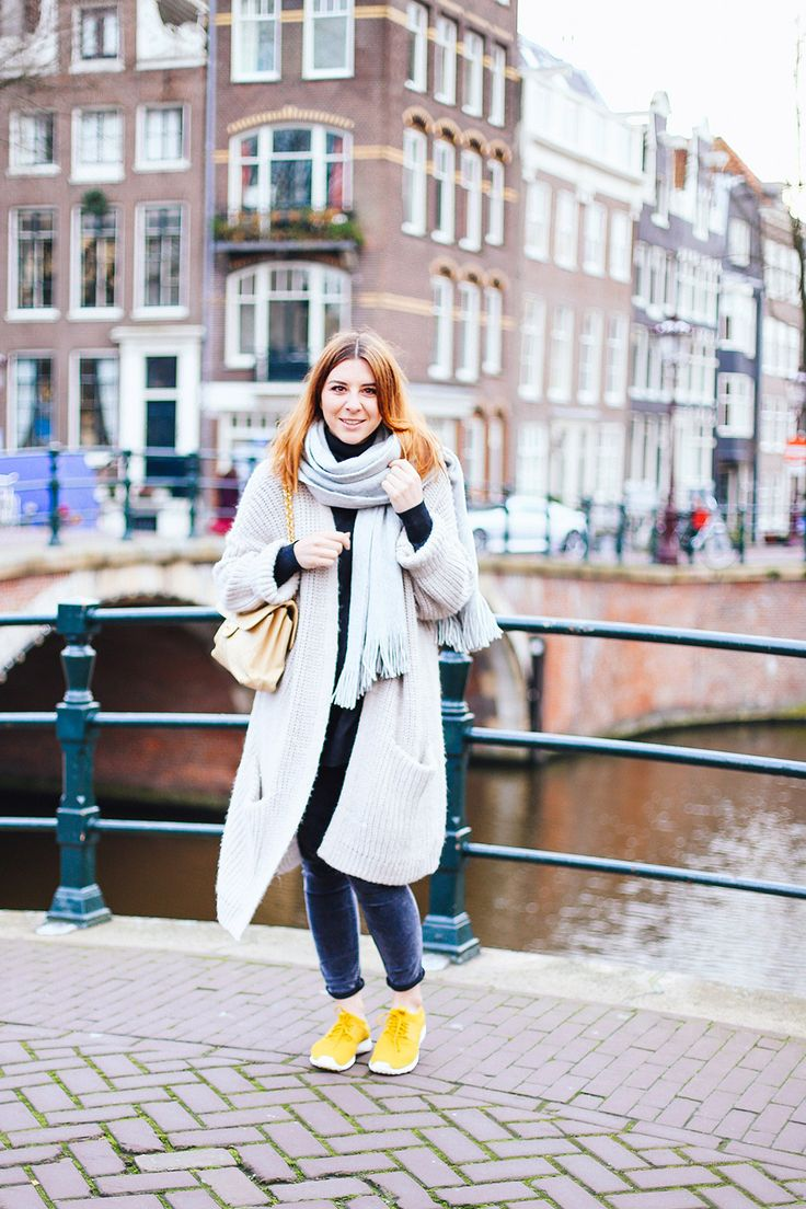 who is mocca, modeblog, fashionblog, influencer, vlogger, nike roshe run sneaker outfit, oversize cardigan, bikerhose mango, chanel double sided flap bag, double logo, vintage, amsterdam streetstyle, http://whoismocca.com