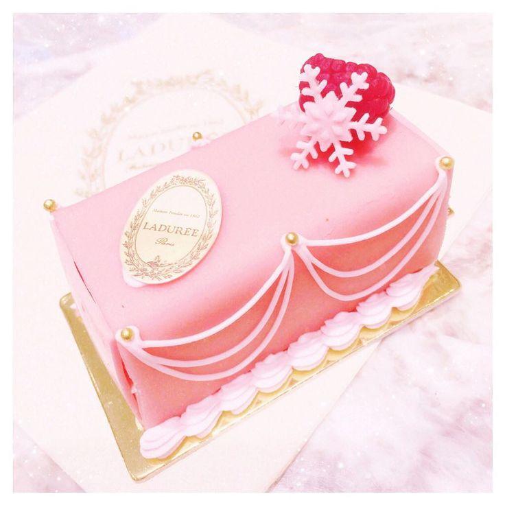 ⁎ ラデュレのビュシェット マリーアントワネット ローズ 去年は買えなかったけど今年は奇跡的にGet〜 クリスマス限定なんてもったいないくらいの可愛さ ⁎ #ladurée #laduree #christmas #xmas #cake #christmascake #marieantoinette #rose #pink #ラデュレ #クリスマス #ケーキ #ビュッシュドノエル #マリーアントワネット