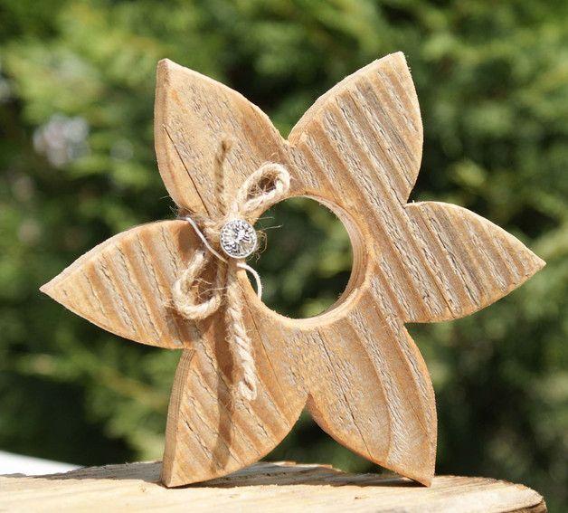 Sie erwerben 1 Holzblume aus Holz im Landhaustil. Höhe 17 x 17 cm Breite cm Di