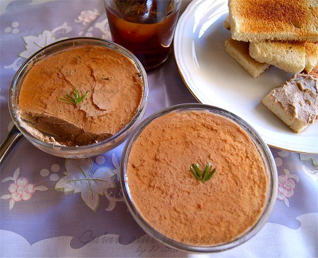 Cuina amb la mestressa: Paté de pollo al cava rosé y finas hierbas.  http://cuinaamblamestressa.blogspot.com.es/2013/07/pate-de-pollo-al-cava-rose-y-finas.html