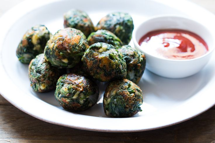 Here's an spinach healthy appetizer for parties - The Garlic Spinach Balls Recipe is easy to prepare and makes a great snack packed with the goodness of healthy spinach and the wonder herb garlic. Make it oil free or just cook it in paniyaram pan with few drops of oil. Recipe by Richa. -->http://ift.tt/1Q6InZ2 #Vegetarian #Recipes