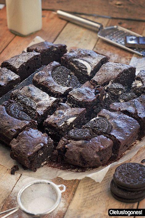 Brownie de oreo: http://www.cocina.es/blogs/oletusfogones/2013/06/07/brownie-de-oreo/