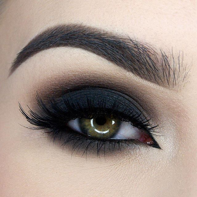 Obsessed with this dark, dramatic smokey eye by @miaumauve! To get the look, she…