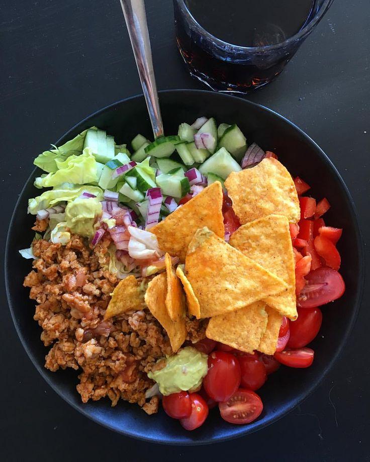 Tacofredag  ikke dårlig å få nachos til lunsj på jobb også tacosalat til middag  #Tacos taco myfood