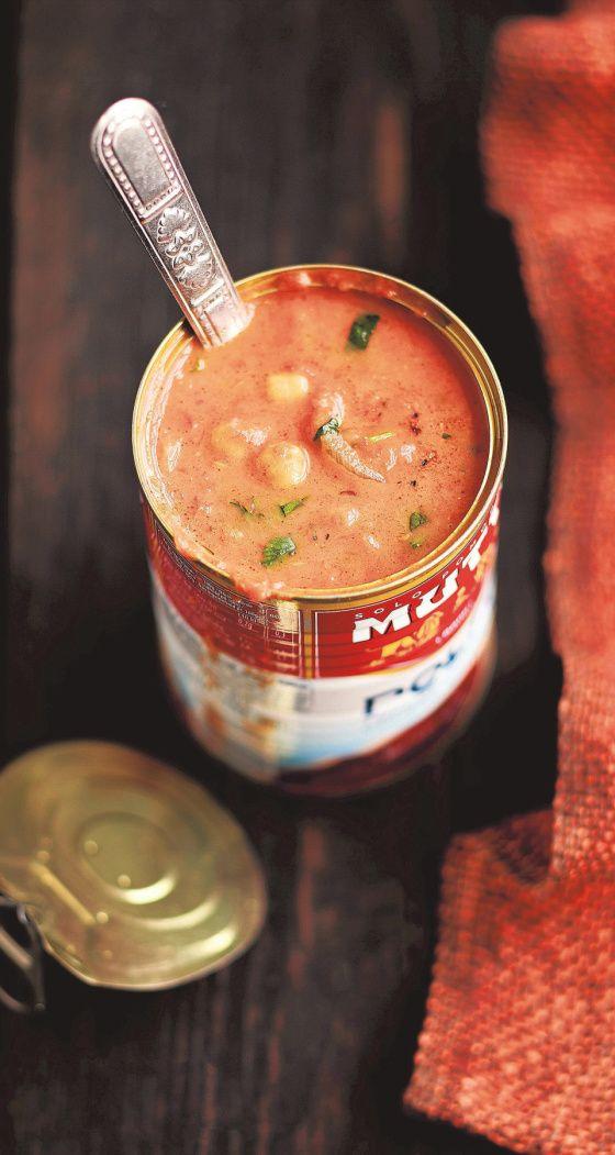 Kookoksella kesytetty tomaatti-kikhernekeitto