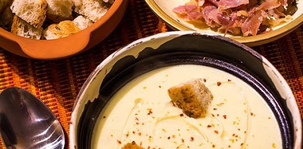 Supa de conopida. Supa crema de conopida cu branza Stilton si bacon.