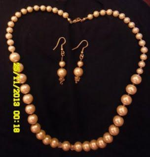 Moje asylium: Perłowy komplet - naszyjnik i kolczyki (zaległości...