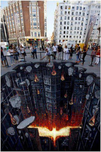 これはバットマングライドがしたくなる! 史上最強にカッコイイ映画『Dark Knight』のストリートアート
