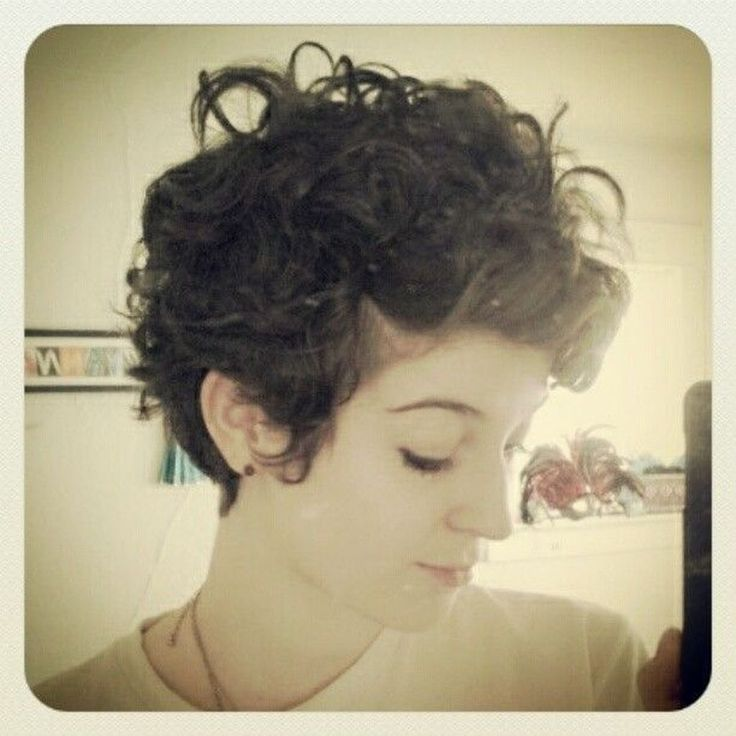 Nice 46 Incredibly Pretty Short Hairstyles For Curly Hair. More at http://aksahinjewelry.com/2017/12/28/46-incredibly-pretty-short-hairstyles-curly-hair/