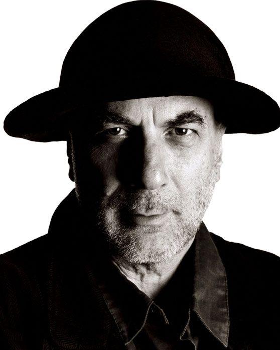 Ron Arad (1951- ), designer d'origine israélienne, figure dominante du design londonien « postpunk » des années quatre-vingt.