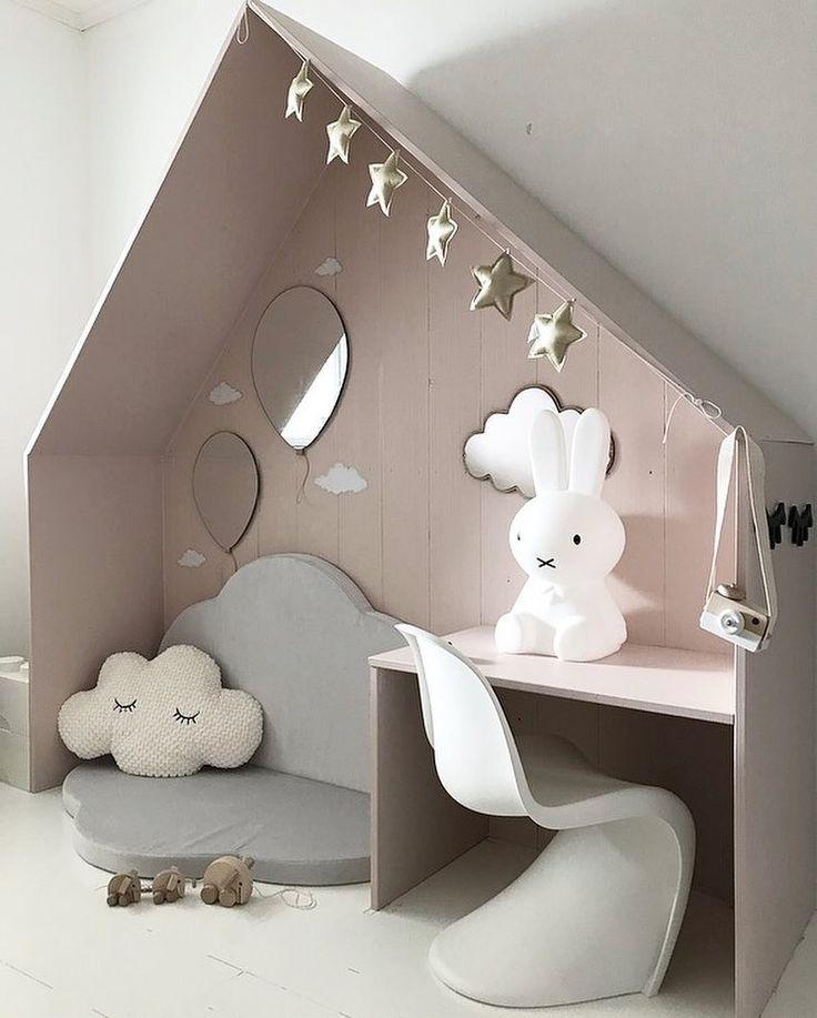 Niche douillette de couleur pastel dans la chambre de bébé #Cosy #kinderzimmer #Ni …   – Kinderzimmer