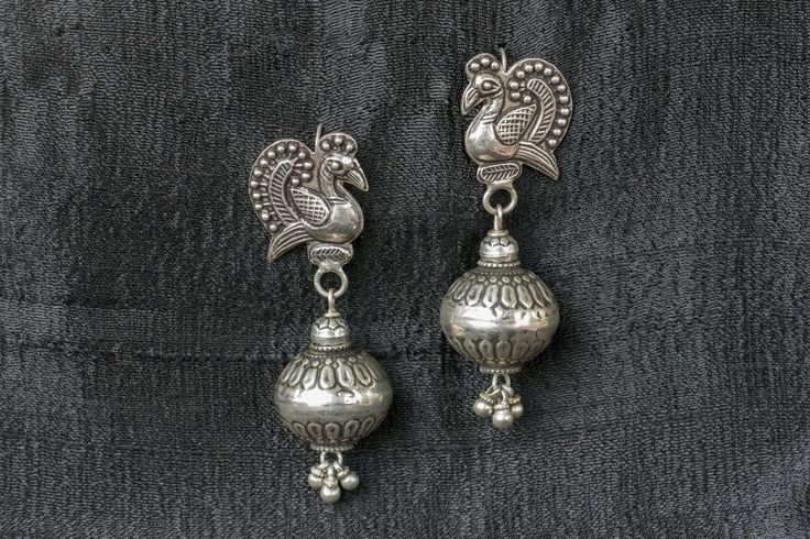 20A549 Silver Amrapali Earrings Embossed with Bird