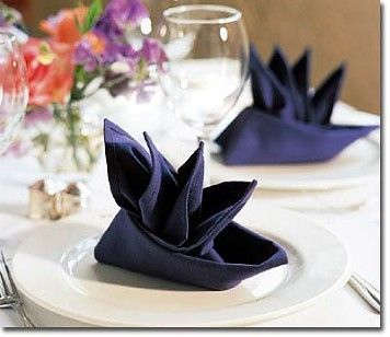 25 best ideas about wedding napkin folding on pinterest the wow napkin an - Plier serviette de table ...