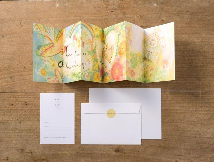 【ファンファーレ招待状-作家マッキー】結婚式が待ち遠しくなるような、 遊び心を詰め込んだ招待状。 開くとそれぞれの作家ならではの楽しい イラストと一緒にゲストを結婚式にご招待できます。