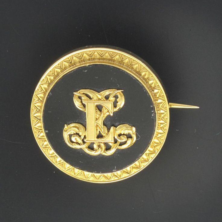 Broche ancienne or et pâte de verre. Si votre prénom ou votre nom commence par la lettre E, cette broche est faite pour vous.