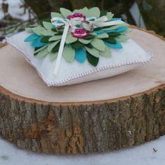 """Coussin d'allience """"fleur d'hiver"""" à personnaliser, cadeaux pour mariage, en accord avec votre code couleur & votre thème"""