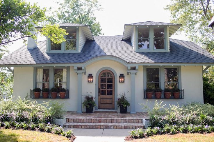 Fixer Upper Carriage House Paint Colors