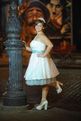 Elegante vestido a la cintura blanco con detalles aqua. Zapatos Marf. #quinceañera #verde #blanco #altacostura #zapatosde diseño