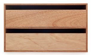D&DEPARTMENTのみで扱っている「LAUAN SHELVES」は、薄いラワンベニヤとポリエステル化粧板の合板でつくられた箱形シェルフです。6種類のバリエーションはすべてサイズが同じため