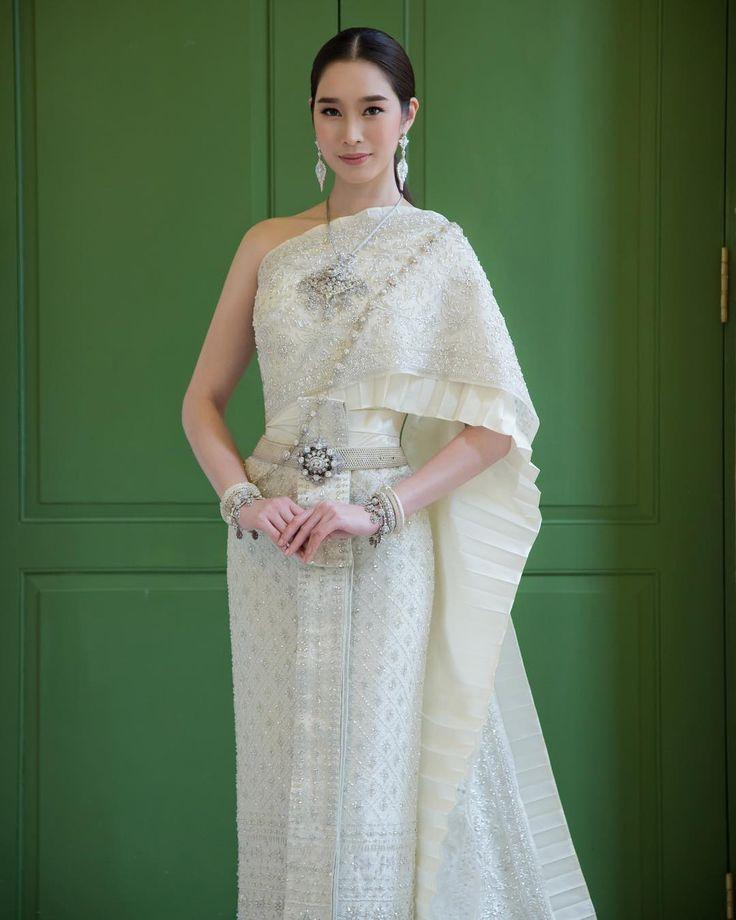 ชุดไทยจักรพรรดิสีครีมงาช้าง by Milan Wedding Studio