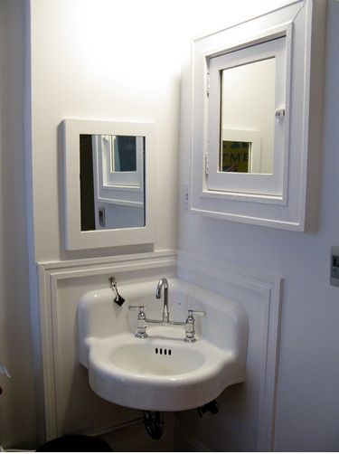 corner bathroom sink with mirror and recessed medicine cabinet   Small Corner Bathroom Sink     corner bathroom sink design corner bathroom sink ideas. 10  ideas about Corner Sink Bathroom on Pinterest   Corner mirror