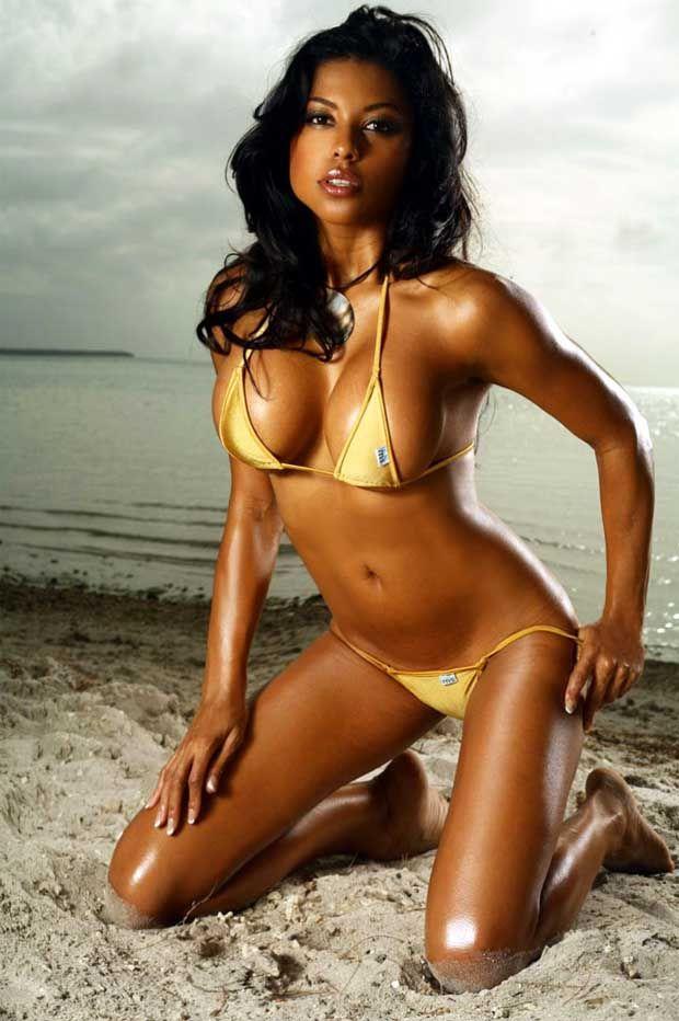 Latina girls bikini pics