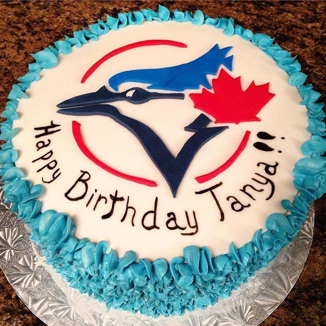 In Canada we are ALL Blue Jays Fans! #torontobluejays #baseballcake#cake #fondantandbuttercream