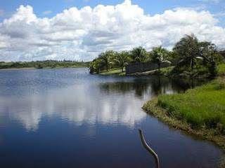 Terreno com 600m2 em condominio fechado todo plano a 500m da praia e 600m do lago
