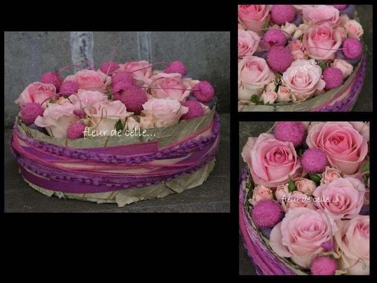 .roze taart met rabarderblad