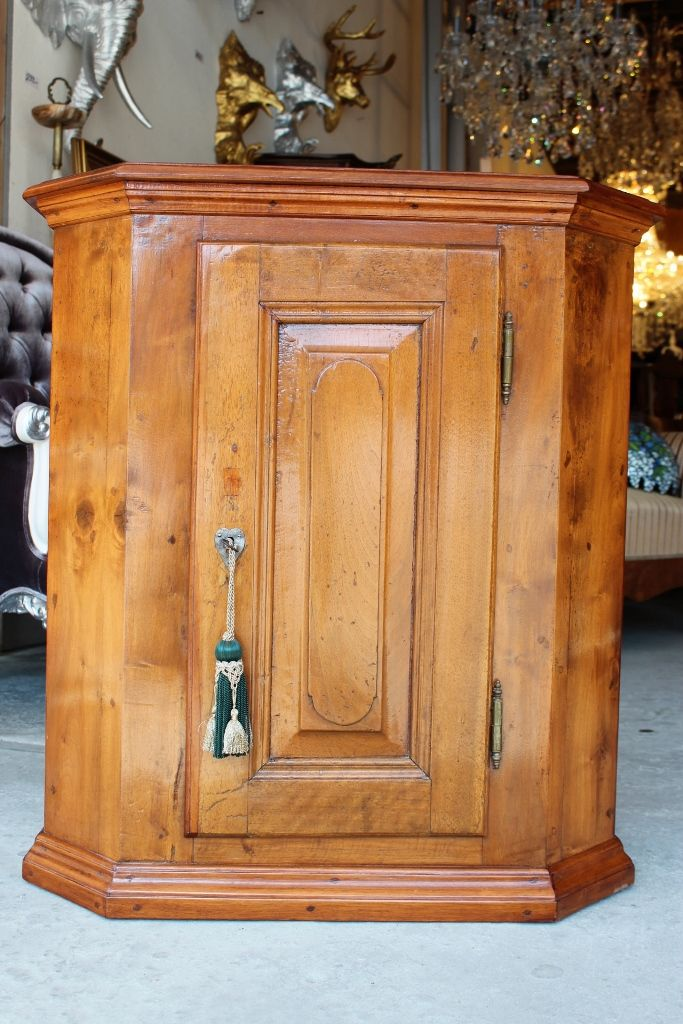 Pin Auf Antikmobel Barockmobel Kronleuchter Spiegel Gartenmobel Bronzefiguren
