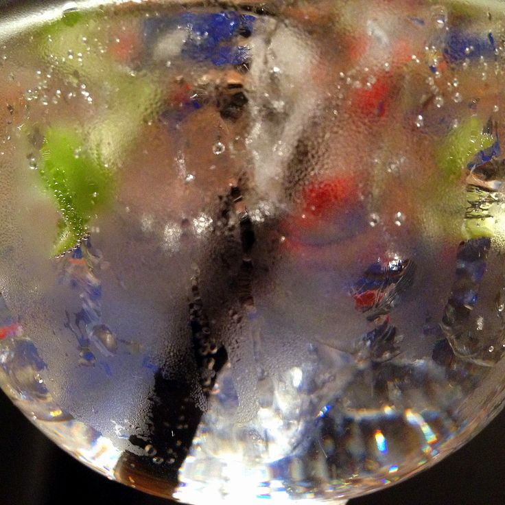 Today we've got a new Mayfair Gin & Tonic recipe, just for you. Both in Dutch and in English. Cheers!  NEDERLANDS:  http://gincubator.be/mayfair-gin-tonic-recept/  ENGLISH:  http://gincubator.com/mayfair-gin-tonic-recipe/