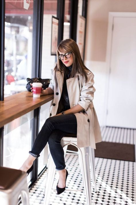 Cool 64 Stunning Women Work Outfits Ideas Trends for This Winter. More at http://aksahinjewelry.com/2017/10/10/64-stunning-women-work-outfits-ideas-trends-winter/