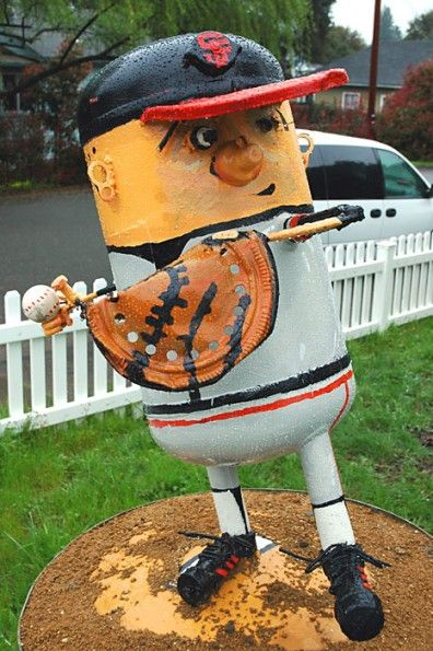 02_BASE-A native Montrealer, Patrick Amiot makes sculptures from recycled materials, and Brigitte Laurent paints them. The couple and their two children moved to Sebastopol, California in the late 1990s. They started creating sculptures, which they loaned to their neighbours. The couple's work attracted a lot of attention and the orders soon followed.