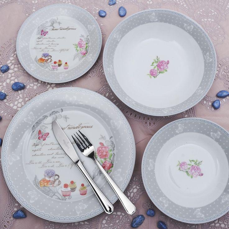Ένα ρομαντικό πιάτο από φίνα ευρωπαϊκή πορσελάνη, με σχέδια γκρι τριαντάφυλλα. Το σετ αποτελείται από: 6 πιάτα ρηχά, 6 βαθιά, 6 φρούτου, 1 σαλατιέρα και μία πιατέλα. Όλα κατάλληλα για το πλυντήριο πιάτων και τον φούρνο μικροκυμάτω