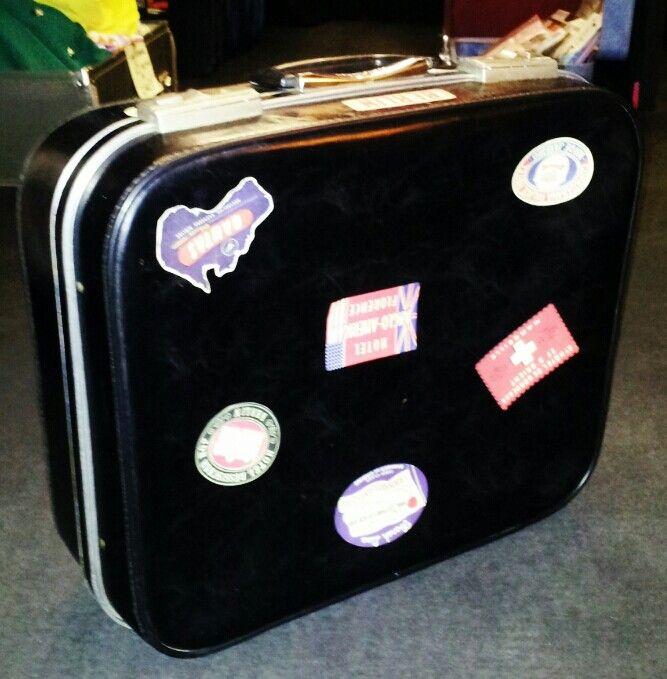 Heading anywhere nice...? 1960's Suitcase!!!