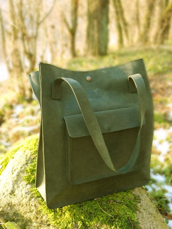 Beautiful green tote bag. Leather tote bag with outside pocket from mat leather by DingoM