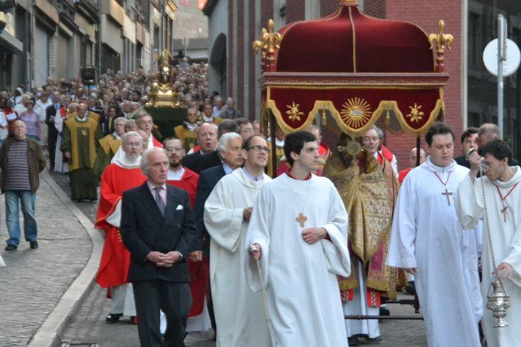 A l'invitation de son évêque, Mgr Jean-Pierre Delville, le diocèse de Liège célébrera la Fête-Dieu du 15 au 18 juin 2017. Pendant ces quatre jours, plusieurs célébrations et événements seront proposés. Découvrez le programme des festivités sur cette page Vous pouvez consulter le programme en cliq