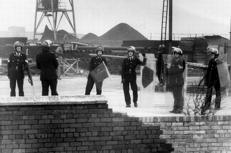 Police in riot gear at Easington Colliery, August 24, 1984