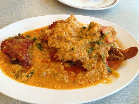 ~ソンブーン・シーフードレストラン(Somboon Seafood)~ 早速、このお店が元祖でもある、「プーパッポンカリー(カニのカレー炒め)」を注文。サイズがあるのですが、いろいろと食べたかったので、一番小さいのを注文しました。 さすがに日本人客が半数を占めるだけあって、メニューもしっかり日本語あり! 店舗詳細:http://www.travelbook.co.jp/place/2654/