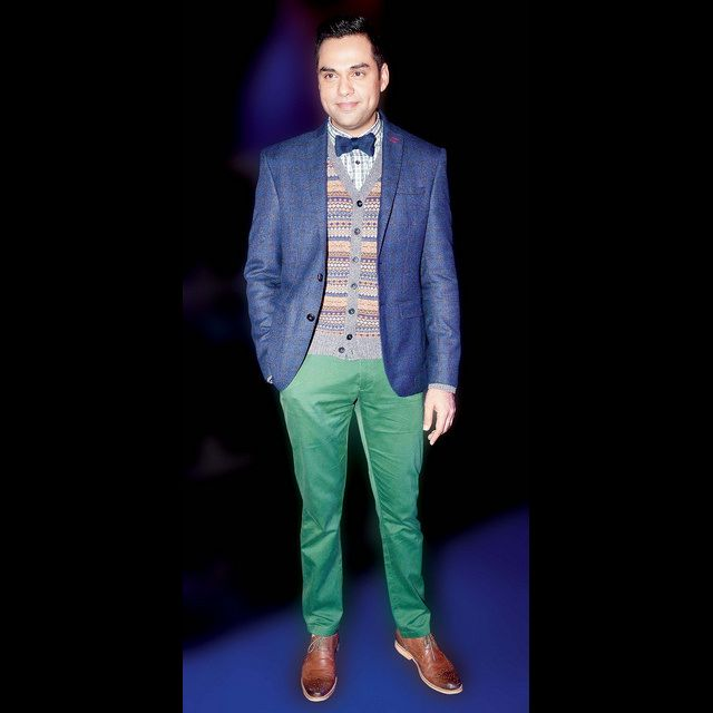 Abhay Deol experiments with green pants and looks fab! Shop the look now.