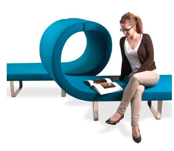 HIGHWAY Highway es un sistema modular de cintas de asientos tapizados, que se ondulan para formar los asientos y apoyabrazos, en variadas composiciones. Pensando en áreas colaborativas, recepciones o áreas de reflexión, Highway mejora la calidad de un entorno con su juego de formas; invita a la creatividad, innovación, esparcimiento, colaboración y co creación.